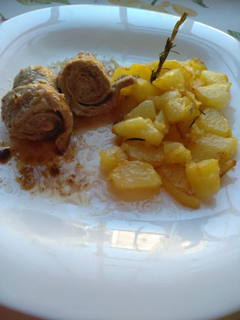 Die Kalbsrouladen sin mit Parmaschinken und Parmesankäse gefüllt.